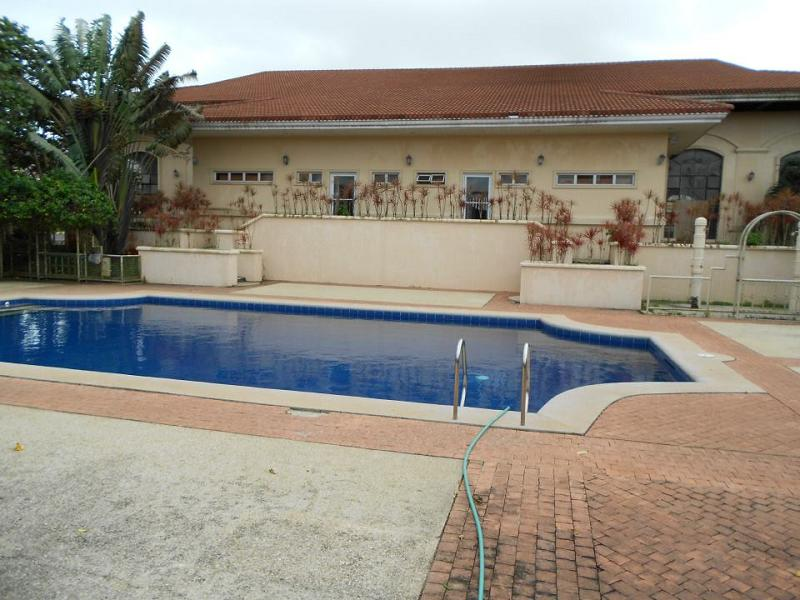Sotogrande_Tagaytay_Clubhouse_Swimming_Pool_2.jpg