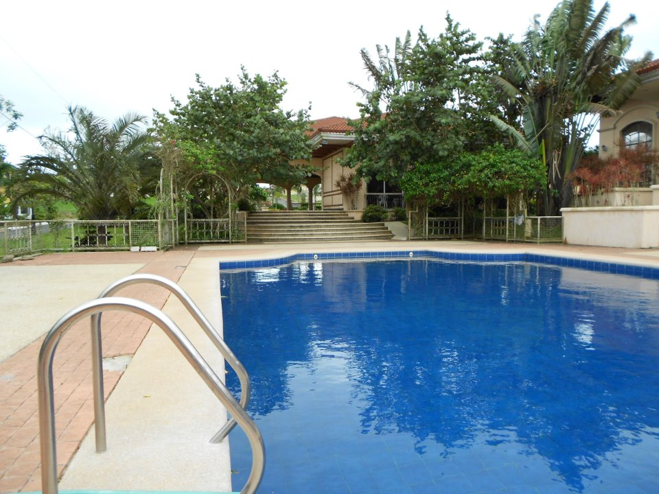 Sotogrande_Tagaytay_Clubhouse_swimming_Pool.jpg